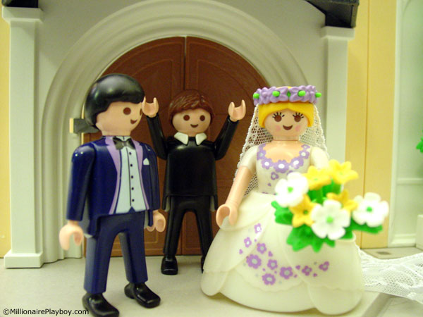 Here I look at 3 sets from the new playmobil Wedding theme in stores now